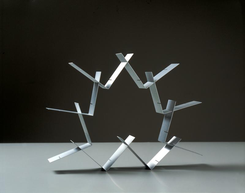 cassero-per-la-scultura-montevarchi-alluminio-tra-futurismo-e-contemporaneitc3a0-bruno-munari-strutture-continue