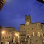 Cortona_piazza-notturna-770x408