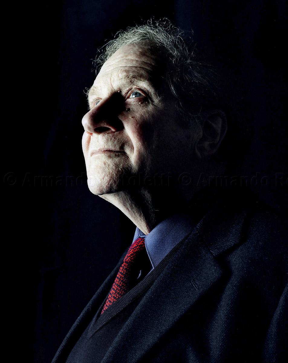 2004 /  MILAN: CARLO SINI , PHILOSOPHER / © ARMANDO ROTOLETTI / AG. GRAZIA NERI